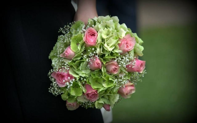 bridal bouquet of roses and green  hydrangea