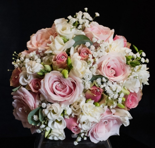 sweet avalanche scented freesia  lisianthus pink roses