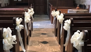 ivory ribbon pew bows different coloured bows