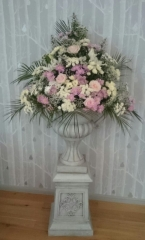 entrance flowers pink & white pedestal urn flowers hampton manor