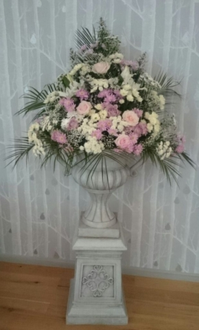 entrance flowers pink & white pedestal urn flowers hampton manor