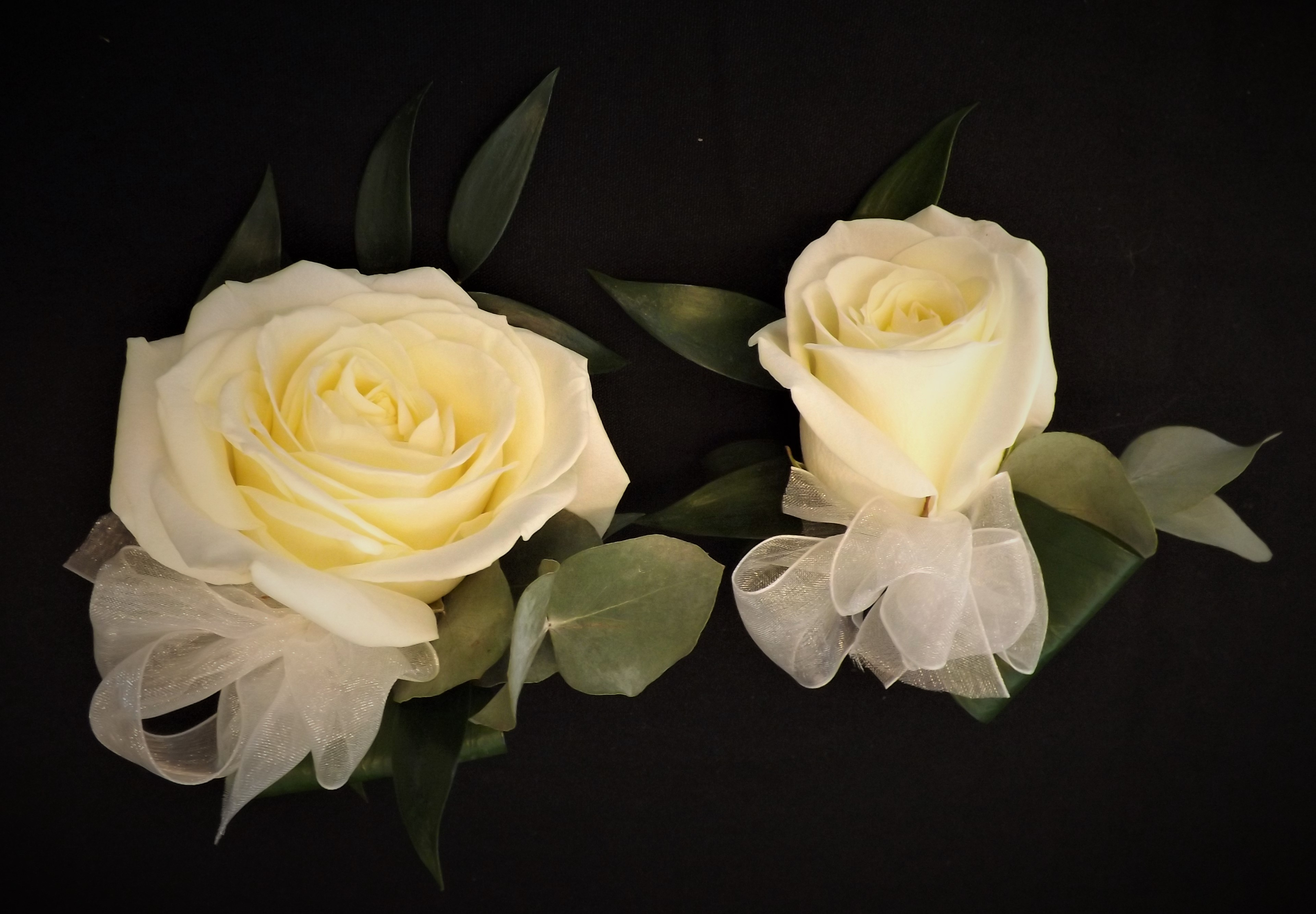 ivory flowers ladies  buttonholes