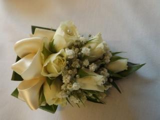 ivory flowers pearl details gypsophlia