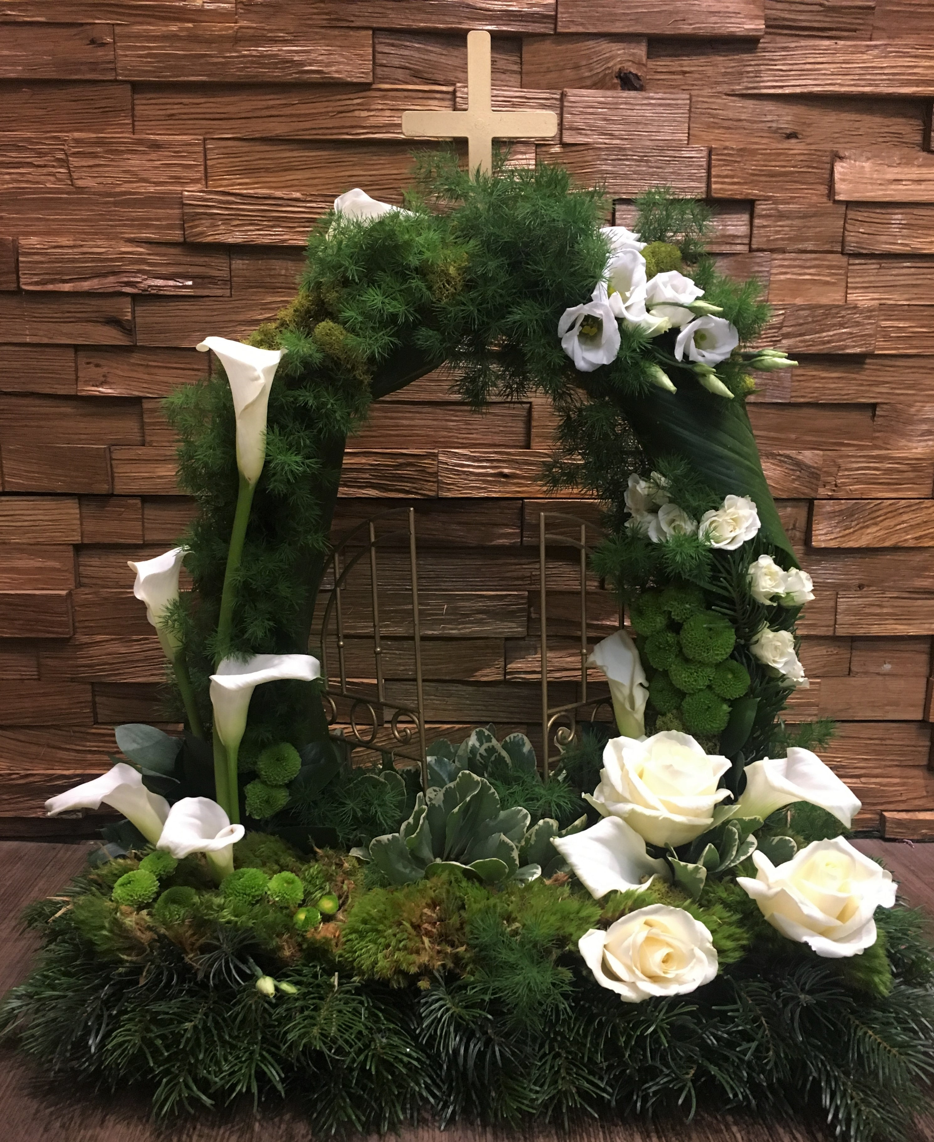 bespoke fresh flowers in a woodland rustic GATES OF HEAVEN clusters of fresh flowers tribute FLORIST IN STUDLEY REDDITCH ALCESTER